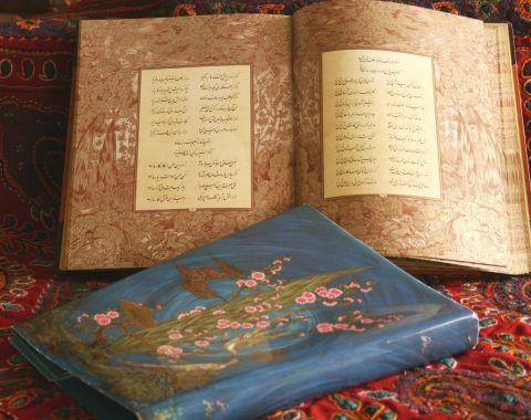 خوانش ادبی توسط دانش آموز معصومه محققی